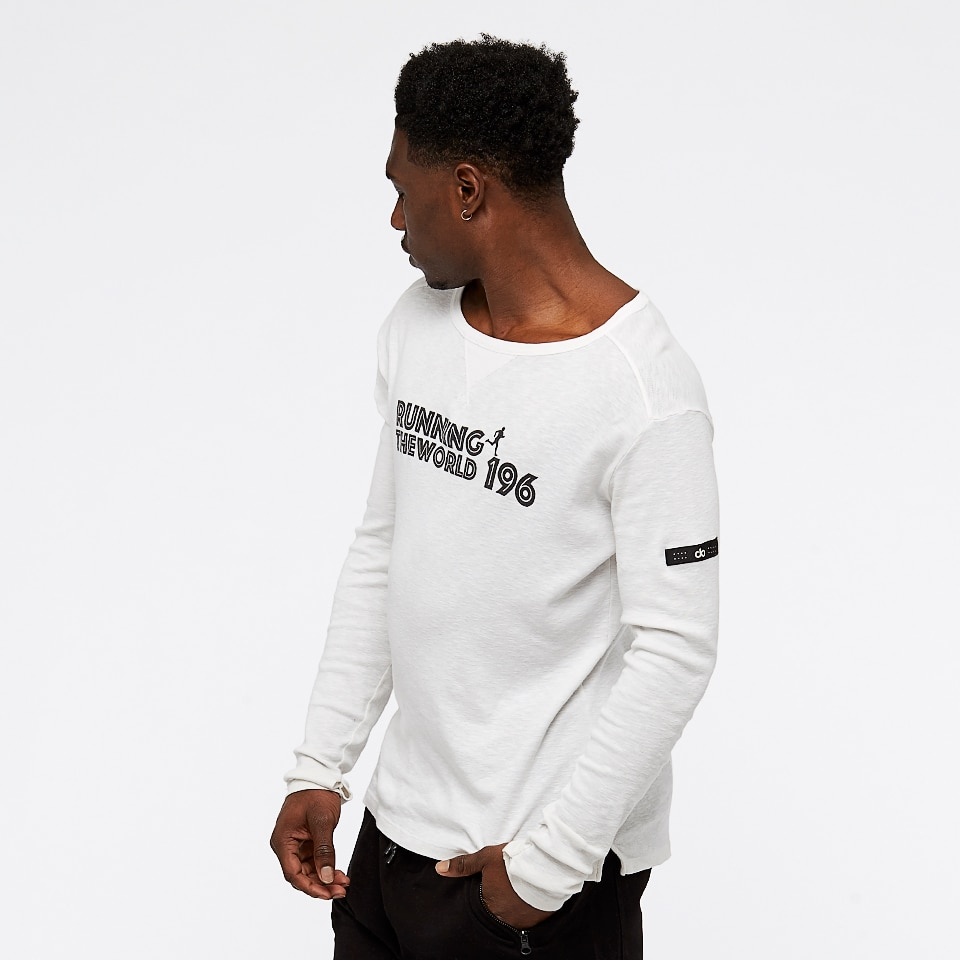 run the world 196 longsleeve - white